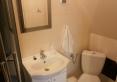 Żółty - Łazienka wyposażona w prysznic, suszarkę do włosów, komplet ręczników, mydło w płynie, komplet szamponów i mydełek hotelowych.