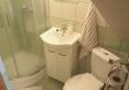 Zielony - Łazienka wyposażona w prysznic, suszarka do włosów, komplet ręczników, mydło w płynie, komplet szamponów i mydełek hotelowych.