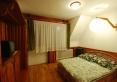 Pokój dwu osobowy z łazienką, TV oraz balkonem. Widok z Balkonu na Tatry i Gubałówke