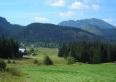 widok z okien salonu na łąki i Tatry Zachodnie. Giewont jest z lewej strony  (poza obiektywem).l